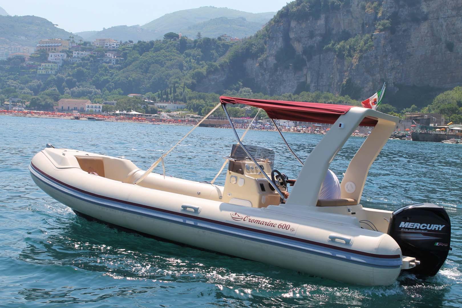 Positano sorrento capri noleggio gommone rental boat Oromarine 600 (2)