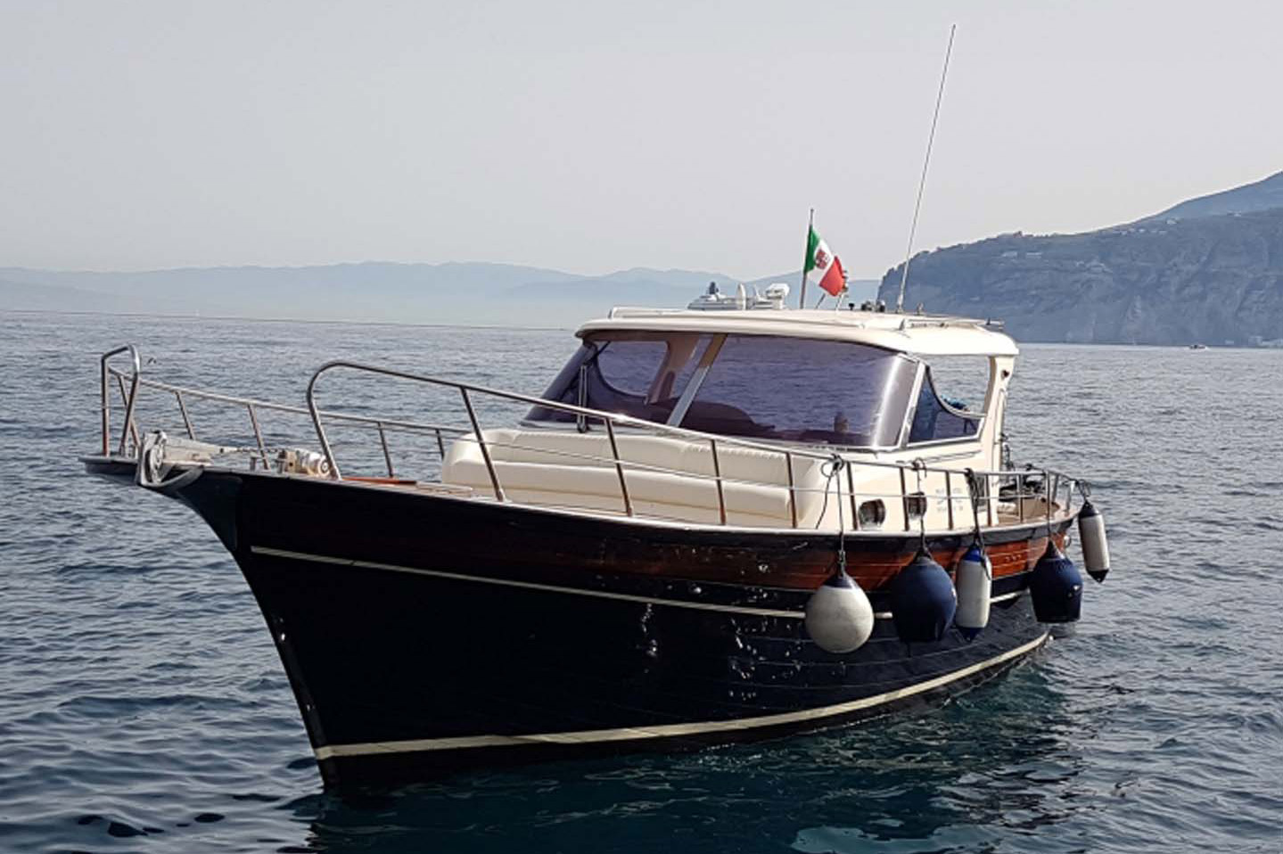 Noleggio barche Amalfi | Tour in barca Sorrento | Capri Boat Tour